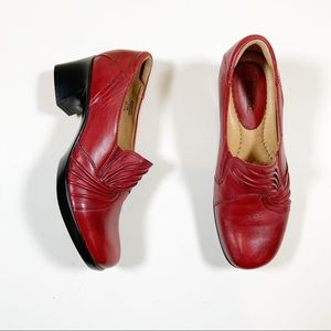 """Earth Women's Shoes Size 7.5 Red Leather 2"""" Heel"""